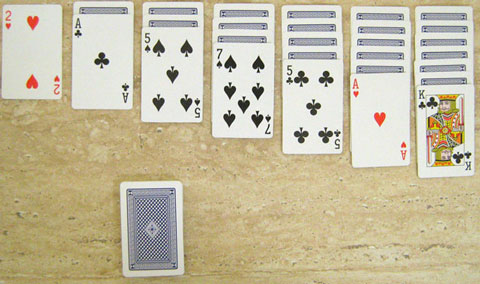 Start of a game of Klondike showing an opening tableau